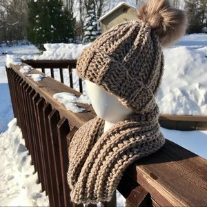 Hat and infinity scarf set. NEW HANDMADE! Gift